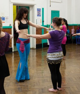 Rachael correcting a student in her Oxford beginner's bellydance class