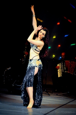 Bellydancer Rasha with a live Arabic band