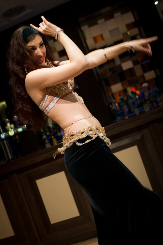 Rachael performing at Hipnotic bellydance showcase in Reading, September 2013