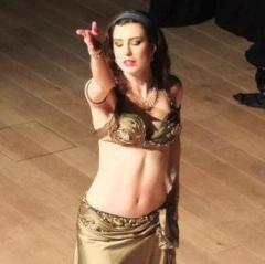 Rasha dancing to Enta Omri