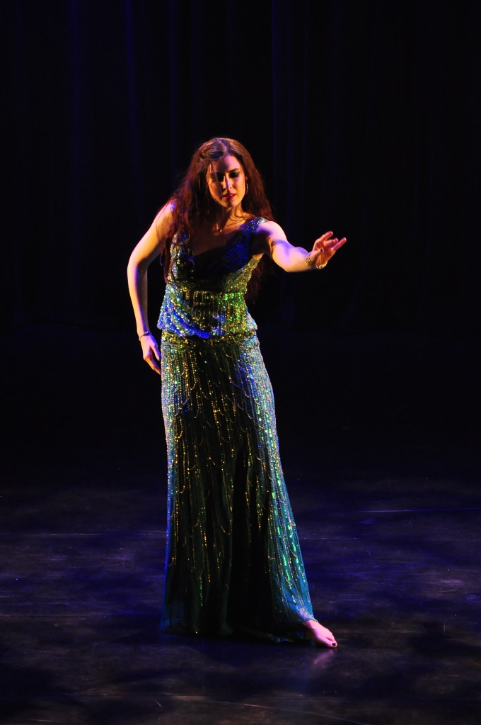 Bellydancer Rachael in a turquoise dress